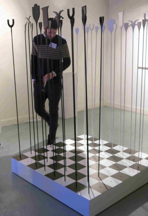 Une partie d'echec avec Marcel Duchamp - hauteur d'homme - compressée